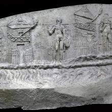 Scene 1/I: Roman sentries are depicted standing guard along the Roman side of the Danube river. Cast from the Museo della Civilta' Romana, Rome. Compare: Cichorius Plate IV and V, Scene 1; Coarelli (2000) Pl. 2 Ref: RBU2011.iv-v_1_panorama1