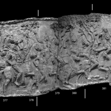 Scenes 142-144/CXLII-CXLIV: Roman cavalrymen gallop, armed with metal spears (now lost) in pursuit of fleeing Dacian cavalry. The Dacians, broken by the Roman onslaught, glance back in terror at the relentless Romans.  This scene forms a dramatic setting for the final capture and death of Decebalus. From casts 376-383, now in the Museo della Civiltà Romana, Rome. Compare Cichorius Pls. CIV-CV, scenes 142-144 and Coarelli Pls. 168-170. Ref: RBU2011.8290-composite.
