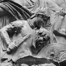 Scene 24/XXIV: Detail of the first great battle scene. A Roman auxiliary holds the severed head of a Dacian in his mouth in the midst of battle.