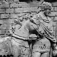Scene 49/XLIX: Detail of a auxiliary cavalryman leading his horse.
