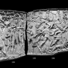 Scene 72/LXXII: The last battle of the First Dacian War. Composite image. In cast 183 the emperor stands on high ground to survey the battle before him.  Auxiliary troops are involved with the heavy fighting (casts 185-187) while legionaries stand in reserve (184).  Two auxiliaries display severed heads to the emperor.  Note the Balearic holding a sling in cast 185.  Dacians collapse on the ground in casts 186 and 187. From casts 183-187, now in the Museo della Civiltà Romana, Rome. Compare Cichorius Pls. LI-LII, scene 72 and Coarelli Pls. 81-83.  Ref: RBU2011.7183-composite.