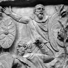 Scene 72/LXXII: The last battle of the First Dacian War goes badly for the Dacians and a cloaked native thows his hands out in despair. From cast 186, now in the Museo della Civiltà Romana, Rome. Compare Cichorius Pl. LII, scene 72 and Coarelli Pl. 82 and 83.  Ref: RBU2011.7189.