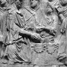 Scene 86/LXXXVI (detail): Trajan makes sacrifice at an altar upon arrival.  He holds a patera and pours a libation upon the flame.